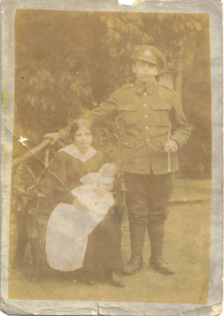 Pte Albert E Warcup with wife Queen H Warcup and son Arthur A W Warcup 1917. | Kevin Warcup